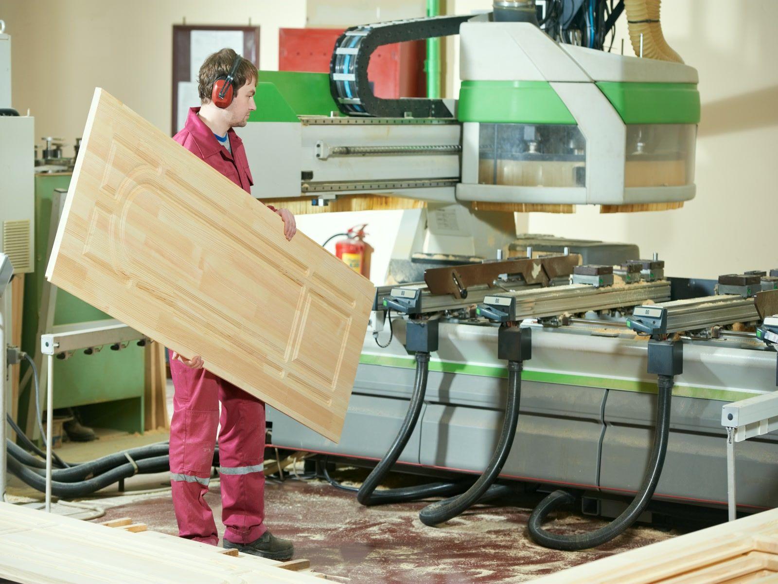 Производство деревянных комплектующих для мебели и дверей.